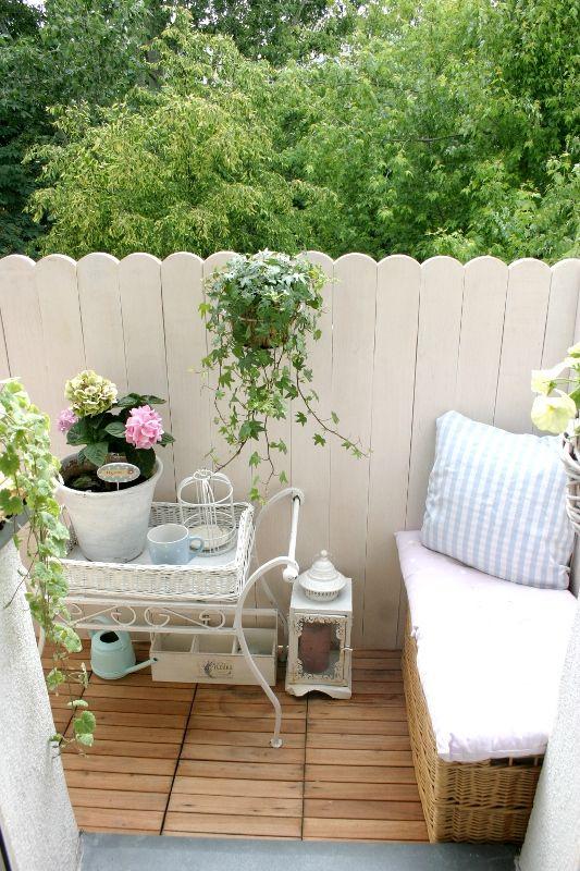 biały balkon