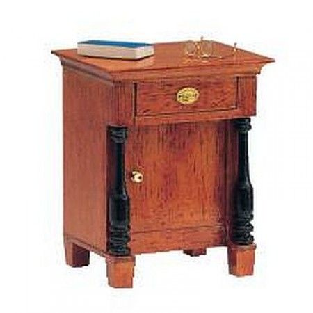 Biedermeier Nachttisch (40101). Bausatz aus unbehandelten Naturholz, veredelt mit unserem Kirschbaum Flüssigwachs (43004). das Buch und die Brille gehören nicht zum Lieferumfang.