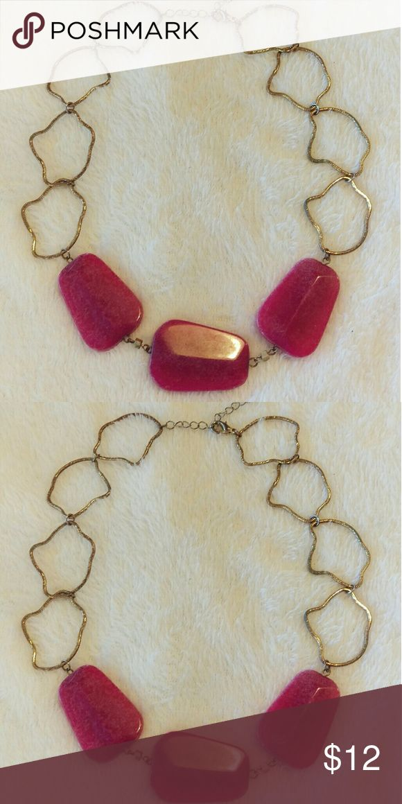 Gorgeous Gold & Pink Statement Necklace Beautiful gold and pink/ purple stone statement necklace. Only worn a few times. Very sturdy, good quality. Purchased at a boutique. Jewelry Necklaces