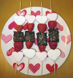 Room Mom Extraordinaire: Valentine's Day Kabobs - do with another fruit instead of brownies for a healthier snack