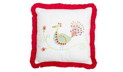 Cojin Pavo Real Rojo. Visítanos en tuakiti.com #cortina #curtain #decoracion #homedecor #hogar #home #pavoreal #peacock #tuakiti