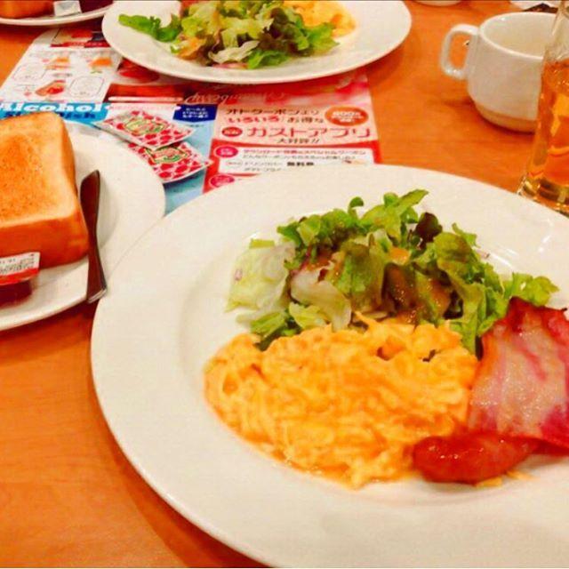 ガストのモーニング☀️ #ガスト#モーニング#卵#スクランブルエッグ#朝#朝食#朝ごはん#ベーコン#ソーセージ#肉#パン#トースト#飯テロ#デブ活#morning#breakfast#branch#egg#salad#meat#goodmorning#food#instafood#japan#happy