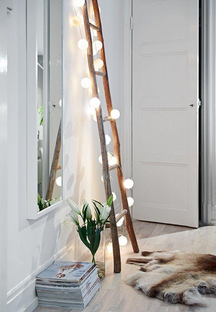 Schlichte Deko idee mit einer Lichterkette. Das kann man das ganze Jahr so aufhängen.
