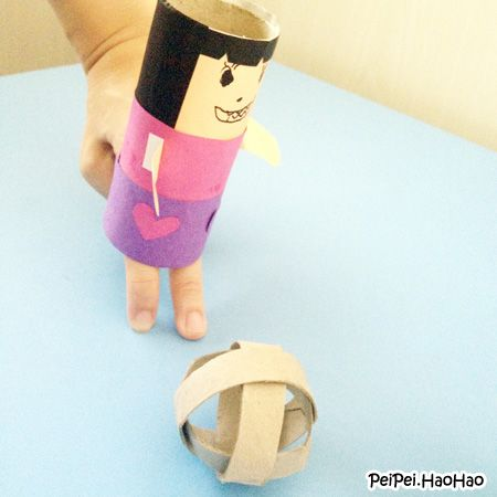 World Cup crafts for children - Toilet paper roll finger soccer