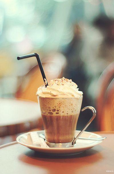 Необычное утро начинается с необычного кофе - 14 необычных кофейных напитков для творческого вдохновения: ристретто, флэт уайт, кубинский кофе, кортадо, рэд ай, юаньян, кона со льдом, вьетнамский кофе со льдом, кофе-фраппе, эспрессо кон-панна, венский кофе, аффогато, корретто, кофе по-ирландски