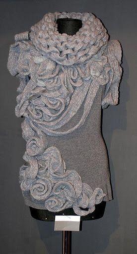 Предлагаю сделать сотворить вот такой замечательный жилет и как вариант отделки вот это платье супер-рукодельницы SilverRain , надеюсь она не будет в обиде. Вязать его будет вот такая компания Лапуш …
