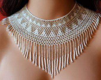 Elegante collar cuello reset, perlas bordados finos jardines de México estilo pecho, blanco y plata, huichol