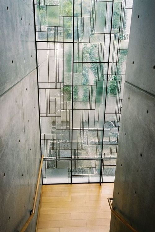 Modern window alternating matte and clear glass installed on a iron structure with irregular shapes. Is a new interpretation of stained glass windows and also a nice alternative to ordinary windows.