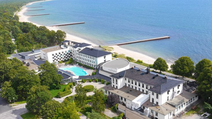 Ystad Saltsjöbad har blev utsett till Sverige ledande hotell 2015. Här ser ni den majestätiska spa- och konferensanläggningen från ovan.