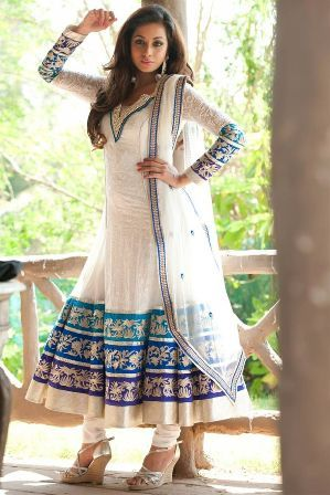 Salwar kameez pattern comes in different styles. There can be Anarkali churidar suits or anarkali salwar. Other salwar kameez pattern includes kameez with churidar or short kameez with patyala salwar and other patterns. I will be mentioning them later in detail.