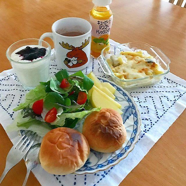 おはようございます( ¨̮ )家族がお休みの時に仕事に行くのが後ろめたい感じですが😆とりあえず朝ごパン食べさせたので🍞短時間労働してきます🛵#グラタン #キューピー #マンゴードレッシング 甘酸っぱくて美味🥗#グラタン#ヨーグルト#りんご#🍏#ココア#朝#朝食#朝時間#朝ごぱん#朝ごパン#朝パン#おうちごはん#おうちカフェ#モーニング#🍞#パン#breakfast#リアル朝ごはん#料理#デリスタグラマー#刺し子#🥗#サラダ