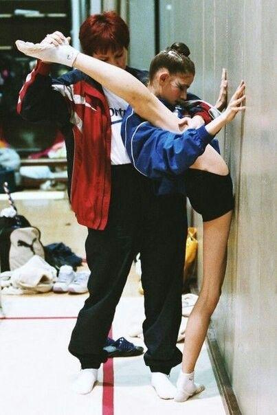 Rhythmic gymnastics training OUCH! 😁