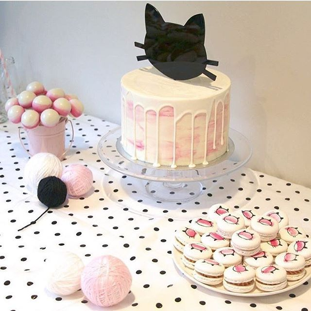 Cute kitty cat party by @myminiloves   cake and treats by @magnoliakitchen and our mini pink buckets