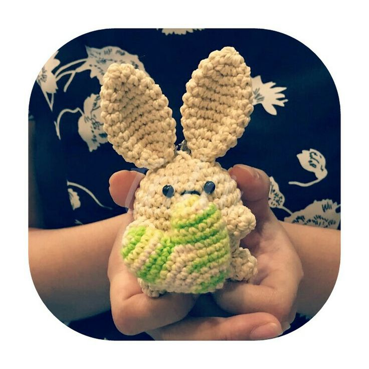 amigurumi rabbit with heart