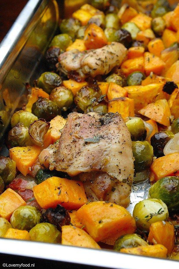 Soms heb je gewoon even geen zin om uitgebreid in de keuken te staan. Voor die momenten is een ovenschotel een hele fijne oplossing!