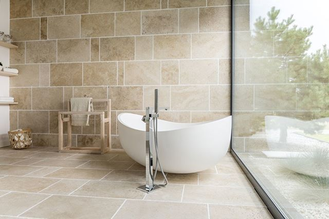 Modern And Minimalist Bathroom Design Example With Travertine