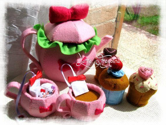 Giocattolo in feltro Set da tè con fiocco  Cibo di LatteFragolina, €55.00