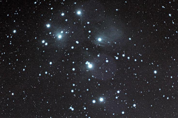 가을철 하늘에 떠오르는 좀생이별.. 하늘이 좋은 맑은 날에는 별 3~4개가 모여있는 것이 보이고, 날이 좀 안좋아도 뿌옇게 보이는 딥스카이 대상이다. 플레아데스의 신화 이야기에 기반해서 여섯 공주라고도 하고..