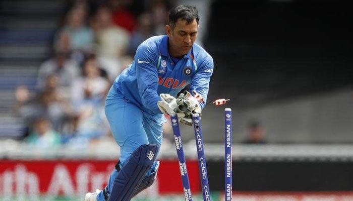 SL vs IND Pallekele ODI MS Dhoni equals world record joins Kumar Sangakkara with 99 ODI stumpings - Zee News #757Live