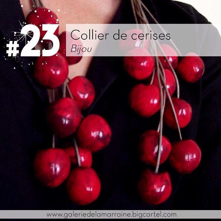 Un collier de #cerises de @lafilleduconsul pour rappeler les fruits du #jardindesdelices de #jeromebosch #23 #galeriedelamarraine #lafilleduconsul #lagaleriedelamarraine #cherriesnecklace #cherries #collierdecerises