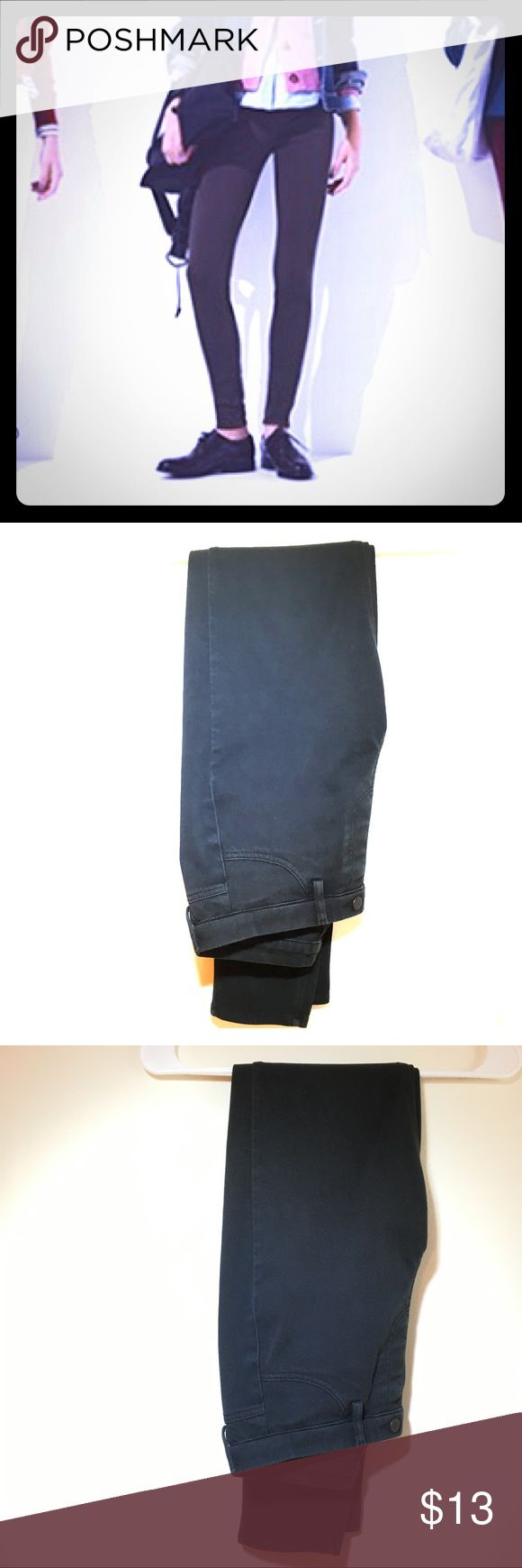 Uniqlo Leggings Pants - Black Stretchy leggings style pants. Elastic waistband - super comfy! Button detail and belt loops allow for dressing up. Very good used condition. (Last photo from Uniqlo.) Uniqlo Pants