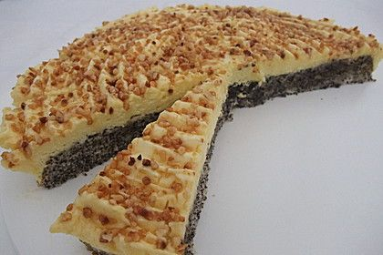 Illes super schneller Mohnkuchen ohne Boden mit Paradiescreme und Haselnusskrokant 1