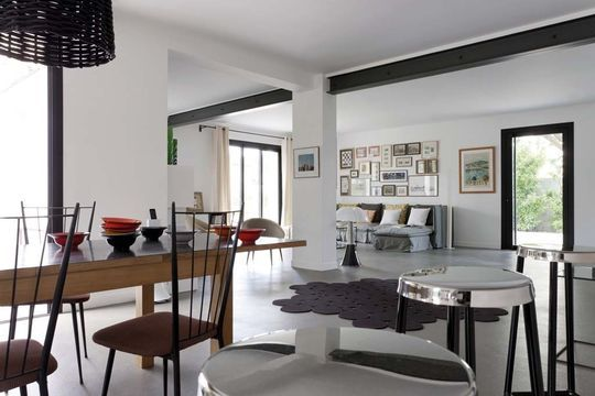 Nice opened living room | More photos http://petitlien.fr/maisonprovence