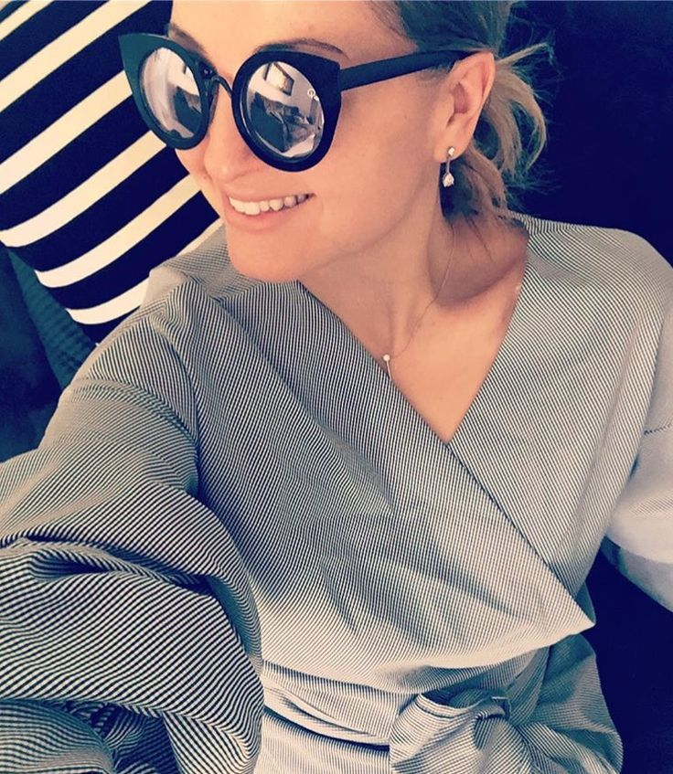 Wrap gingham top / mirrored sunglasses/ spring 2017