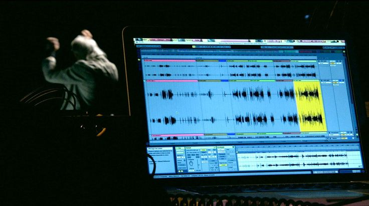 Le langage informatique Esterel permet de piloter des avions, d'assurer la sécurité des centrales nucléaires et... d'accompagner des violonistes. Médaille d'or 2014 du CNRS et créateur de ce langage, Gérard Berry revient sur son utilisation dans la composition de musique contemporaine. Le logiciel Antescofo, qui intègre ce langage, permet ainsi à l'ordinateur de s'ajuster au jeu du musicien en temps réel.