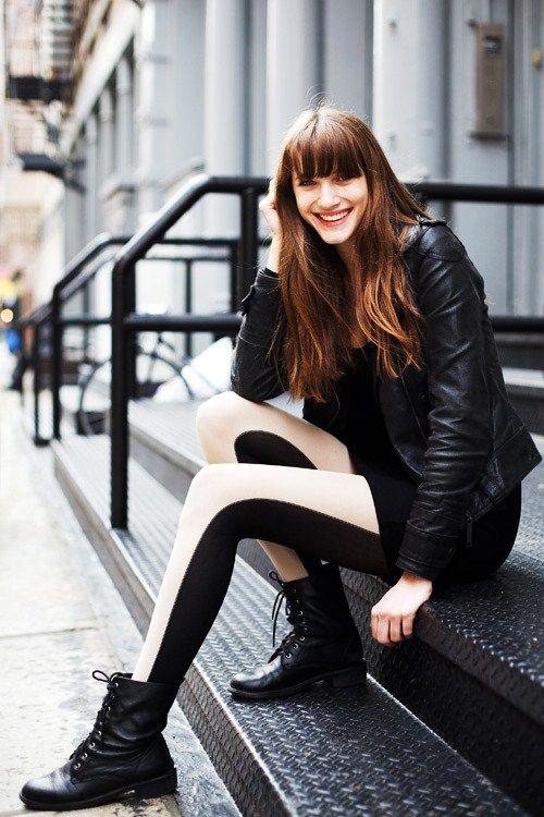 Calzas bicolor, prestá especial atención a  la parte de tu cuerpo que quieras disimular y de que lado queda el color claro.