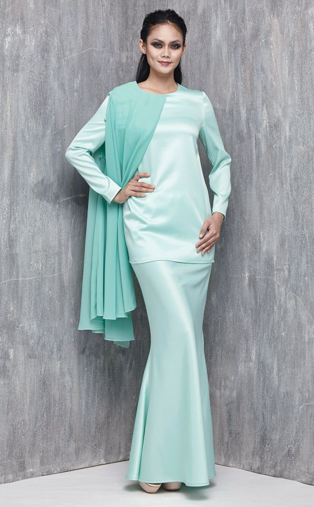 EMEL X AISHAH SINCLAIR - STENELLA - Modern Baju Kurung with Cape (Green) This sweet and ladylike modern baju kurung is perfect for an afternoon visit with your family for Hari Raya Featuring a one sided cape that has an armhole so that you can sport various looks this Raya and still look stylish. #emelxCLPTS #emelxAishahSinclair #emelbymelindalooi #bajuraya #bajukurung #emel2016 #raya2016 #AishahSinclair #lookbook #cape #green #moden #2016 #baju #kurung #baju #raya