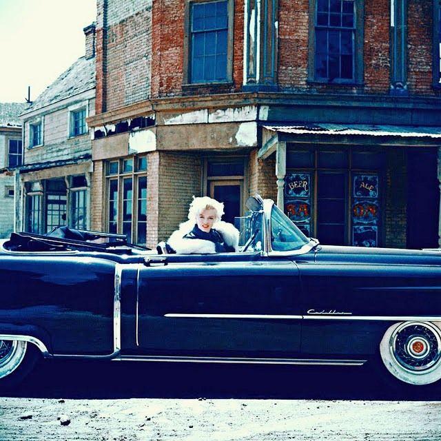 Marilyn Monroe num Cadillac