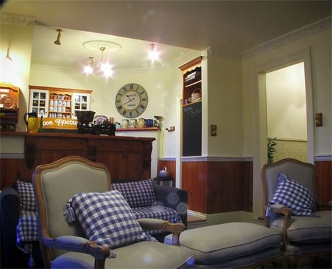 Family / dining room : open plan from kitchen- great for Corporate accommodation or family stays