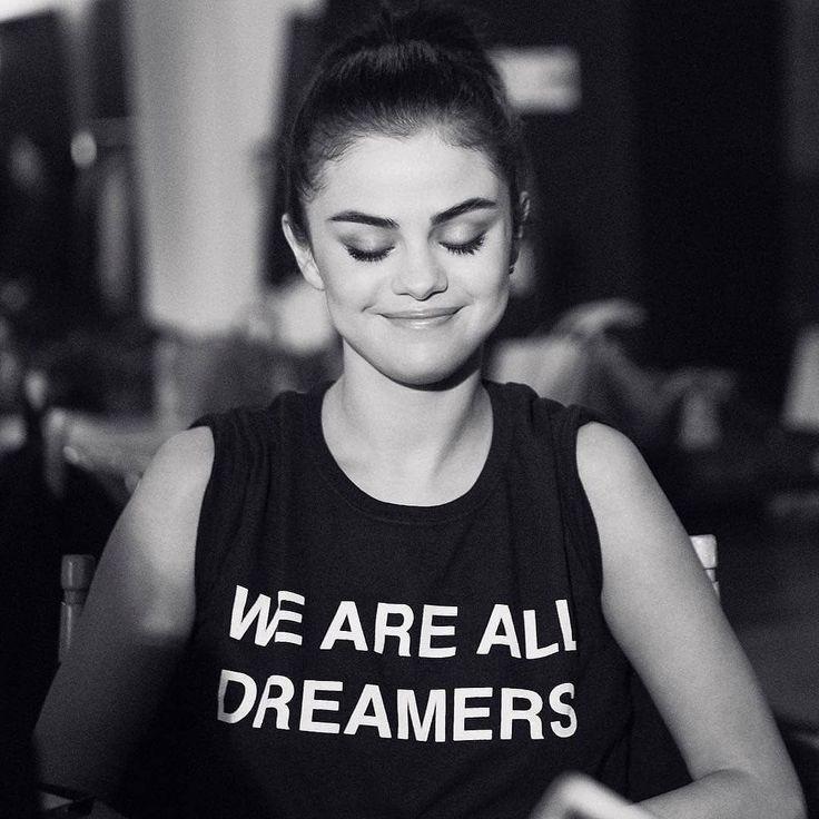 @stuartvevers: thank you Selena! #coachxselena #selenagomez #coachss18 #Selena #Selenator #Selenators #Fans