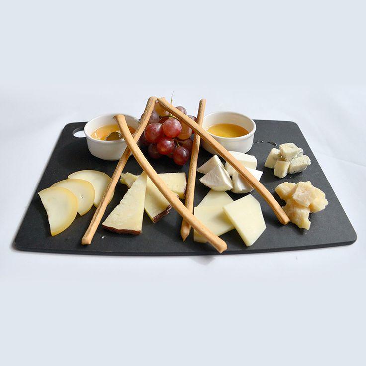 İtalya'nın farklı yörelerinden gelen özel peynir çeşitlerini Formaggi E Mostarda Di Frutta ile deneyebilirsiniz.