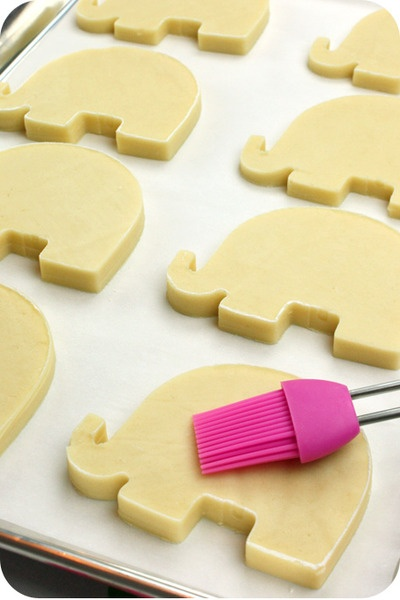 Dough recipe for sugar cookies that won't lose their shape and icing that hardens well.