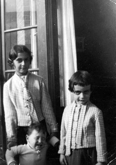 Margot and Anne Frank in Frankfurt, 1932.