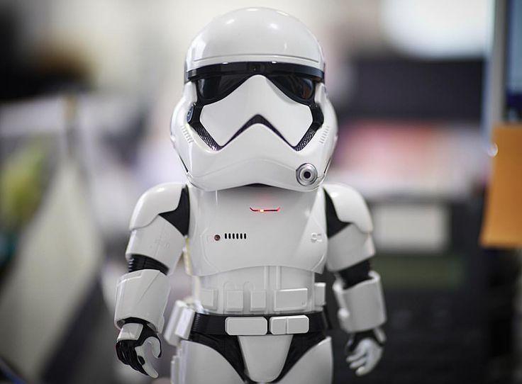 """67 Me gusta, 2 comentarios - Jose Angel Ortega Mora (@jose_angel_om) en Instagram: """"Señor, inicio patrulla sobre su mesa en busca de escoria rebelde #starwars #stormtrooper #ubtech…"""""""