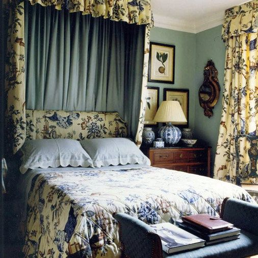 Blue and floral room cottage bedroom english country for English country cottage bedroom ideas