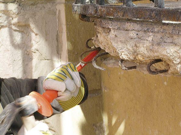 Krok za krokem - jak opravit poškozený balkon...