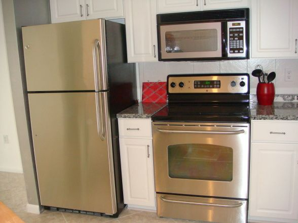 Florida Condo Decorating  ideas/HGTV  This could be our little kitchen. Now I can visualize light cabinets with darker granite