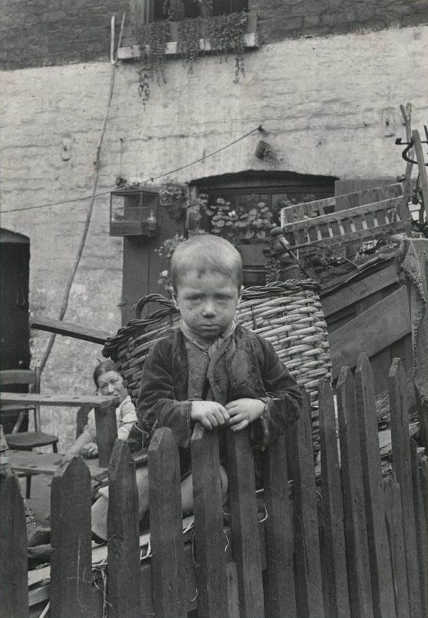 """Photo by Horace Warner, ca. 1900. From the book """"Spitalfields Nippers"""" to be published on Nov 1, 2014, containing recently discovered photographic masterpieces by Horace Warner, depicting Quaker children in London's East End at the turn of the 20th century."""
