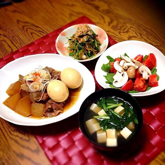 牛スジは下煮を充分したので、ふわふわ。大根染み染みでした。 サラダはイタリアン、スープは中華って、何という献立!! - 106件のもぐもぐ - 三つ葉ニンジン生椎茸の焼き浸し・ルッコラとトマトとマッシュルームのサラダ・豆腐とニラの中華スープ・牛スジの味噌煮 by madammay