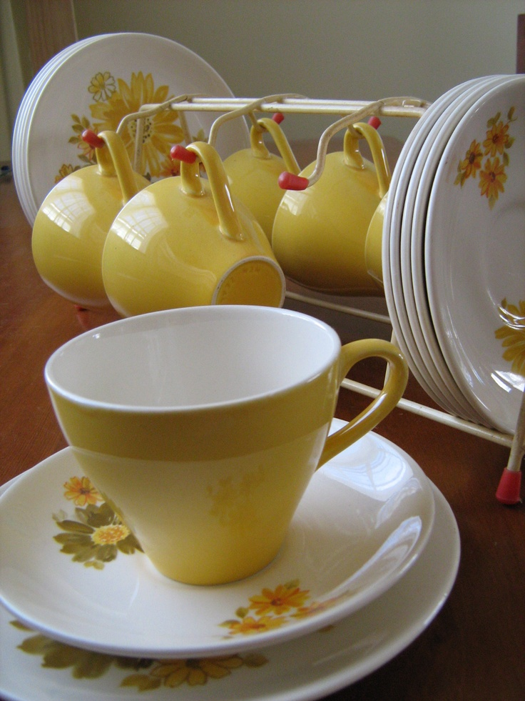 Topaz - never really liked the plates, but now I see it with the yellow cups and it is fab
