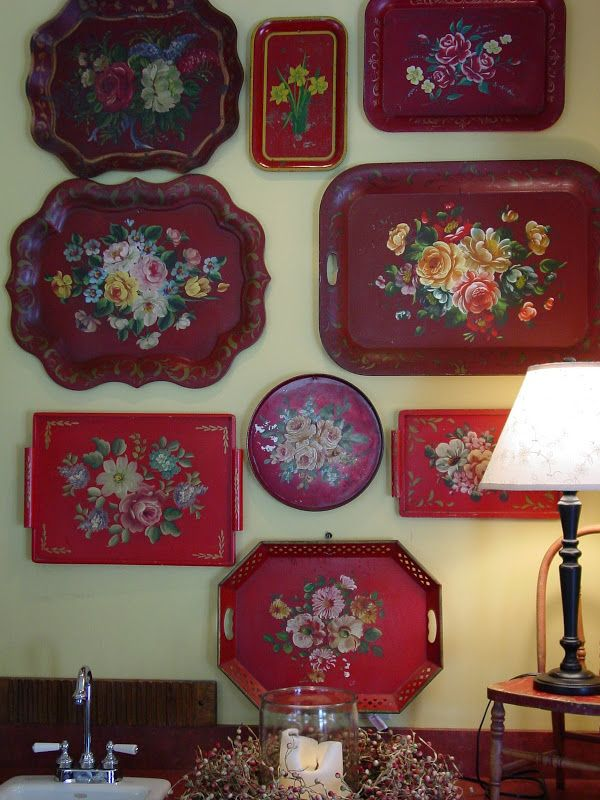 I LOVE this vintage tole tray idea...I need to find a place in my house to do this...and I can't decide between black or red...maybe a little of each...so pretty and old-fashioned...