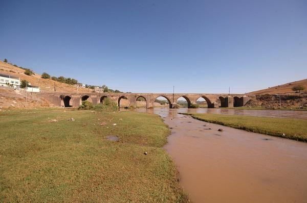 Ancient Sumer: Bridge over the Tigris at Diyarbakir.