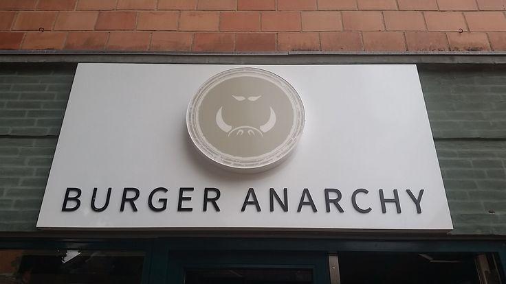 Burger Anarchy, Gravene 2, 5000 Odense C, Tlf. 55 55 50 00, http://www.burgeranarchy.dk
