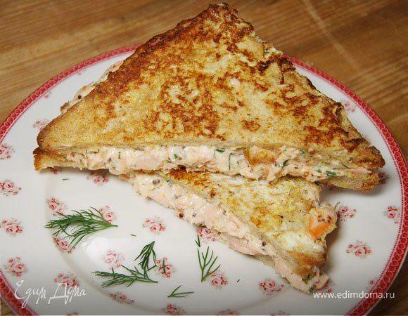 Горячие сэндвичи с семгой от Юлии Высоцкой  Для горячих сэндвичей можно взять консервированного тунца или семгу, подойдет и отварная рыба. Изюминка этого блюда — вкусный соус, который придает рыбе насыщенный аромат и пикантность. #готовимдома #едимдома #кулинария #домашняяеда #завтрак #сэндвичи #горячие #семга #тунец #консервированный #юлиявысоцкая #блюдоназавтрак #вкусноисытно