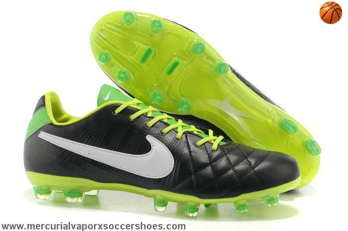 Nike Tiempo Legend IV superior cushioning, molded rubber outsole of the lines designed for speed-type player design, suitable for hard wearing pastures, the new type of professional game football shoes, suitable for natural grass and artificial turf grass stems longer. To provide a suitable grip and stability.