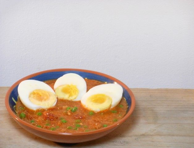 Deze vegetarische curry met ei is lekker, simpel en snel!